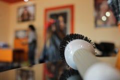 Spazzola rotonda per capelli asciuganti col phon Immagine Stock