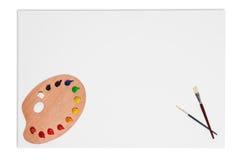 Spazzole in bianco della tela di canapa e gamma di colori della vernice isolata Fotografia Stock Libera da Diritti