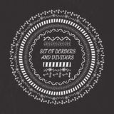 Spazzole decorative di vettore con le mattonelle d'angolo interne ed esterne illustrazione vettoriale