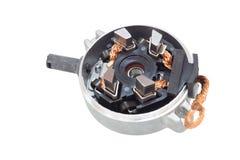 Spazzole del generatore sui pezzi di ricambio di un fondo di bianco per il dispositivo d'avviamento all'automobile su un fondo bi Immagine Stock Libera da Diritti