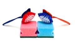 Spazzole di pulizia e spugne della cucina Immagini Stock Libere da Diritti