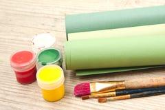 Spazzole e vernici fotografia stock libera da diritti