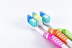 Spazzolini da denti su fondo bianco Immagine Stock Libera da Diritti