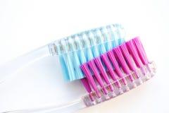 Spazzolino da denti, blu sul rosa fotografie stock libere da diritti
