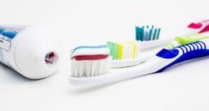 Spazzolino da denti con il dentifricio Fotografia Stock Libera da Diritti