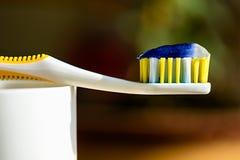 Spazzolino da denti e dentifricio in pasta Fotografia Stock