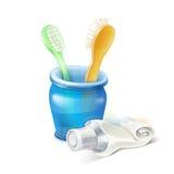 Spazzolino da denti, vetro e dentifricio in pasta Immagini Stock Libere da Diritti