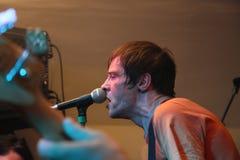 spełnianie żywy męski piosenkarz Obrazy Stock