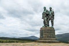 Spean-Brücke, Schottland - 31. Mai 2017: Ein Denkmal, das den Männern der britischen Kommando-Kräfte eingeweiht wurde, hob währen lizenzfreies stockfoto