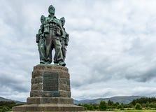 Spean-Brücke, Schottland - 31. Mai 2017: Ein Denkmal, das den Männern der britischen Kommando-Kräfte eingeweiht wurde, hob währen stockbilder