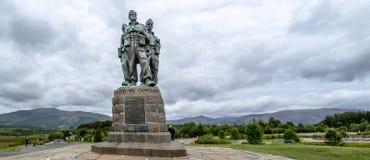 Spean-Brücke, Schottland - 31. Mai 2017: Ein Denkmal, das den Männern der britischen Kommando-Kräfte eingeweiht wurde, hob währen lizenzfreie stockbilder