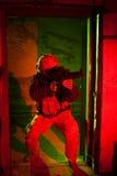 Specal forza il soldato durante la missione di notte Immagine Stock Libera da Diritti