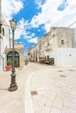 Specchia, Apulien - historische Kreuzungen in der alten Stadt von Soecch lizenzfreie stockfotos