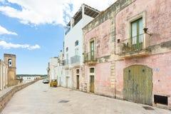 Specchia, Apulien - traditionelles Leben in den alten Häusern von Specc stockbild