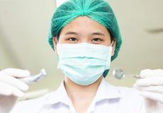Specchio del dentista e gancio, primo piano Immagini Stock Libere da Diritti