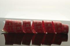 Specchio di misurazione rosso del nastro Fotografia Stock