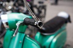 Specchio di retro motorino verde Immagine Stock