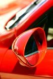 Specchio laterale di un'automobile sportiva fotografia stock