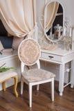 Specchio pastorale della camera da letto di stile immagine stock