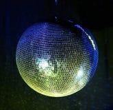 Specchio-sfera gialla di Ghting Fotografia Stock Libera da Diritti
