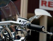 Specchio su ordinazione del motociclo Fotografia Stock Libera da Diritti