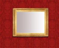 Specchio sulla parete rossa Fotografia Stock Libera da Diritti