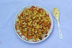Specerij van knoflookwortel die wordt gemengd royalty-vrije stock foto's