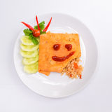 Speciaal die Fried Rice, met een omelet wordt verpakt Royalty-vrije Stock Foto's