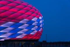 Special belysning för Allianz arena för den 118. födelsedagen för FC Bayern Munich Arkivbilder