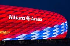Special belysning för Allianz arena för den 118. födelsedagen för FC Bayern Munich Arkivbild