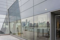 Special fönsterreflexion av Chicago horisont Arkivfoto