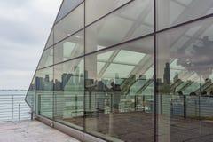 Special fönsterreflexion av Chicago horisont Royaltyfria Foton