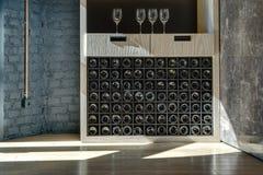 Special hylla för att lagra vin arkivbild