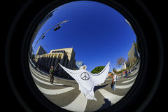 Special kvinnamarshändelse och personer som protesterar runt om Los Angeles Royaltyfri Bild