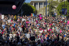 Special kvinnamarshändelse och personer som protesterar runt om Los Angeles Royaltyfria Foton