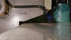Special maskin för polerande exponeringsglas Malande exponeringsglas Special utrustning för mala och polerande exponeringsglas gr stock video