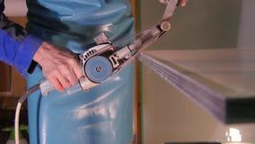 Special maskin för polerande exponeringsglas Malande exponeringsglas manuellt polerande exponeringsglas för anställd Special utru Royaltyfria Bilder