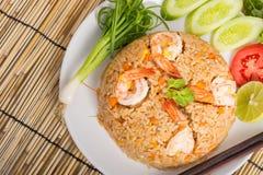 Special räka stekte ris på den vita maträtten Royaltyfri Bild