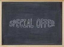 Speciale aanbiedingvlees op een bord wordt geschreven dat Royalty-vrije Stock Fotografie