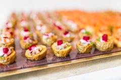 Speciale gebeurtenis met cateringsvoedsel stock afbeeldingen