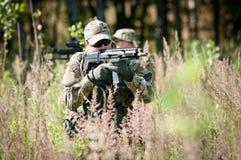 Speciale krachtenmilitairen op patrouille Stock Foto