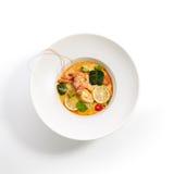Speciale schotels van pan-Aziatische keuken in witte plaat stock foto