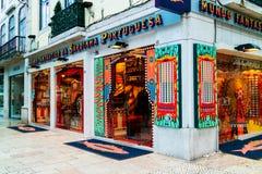 Specialised a mis en boîte la boutique de sardine à Lisbonne Photographie stock