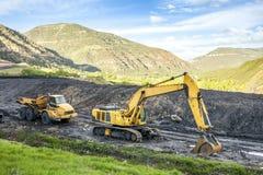 Specialiserad van vid kolutgrävning för maskiner Arkivbild