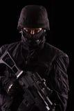 Specialista in uniforme con la mitragliatrice immagini stock libere da diritti