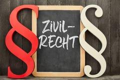 Specialistenadvocaat voor burgerlijk rechttekst op bord naast parag stock foto