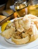 Specialità greca fritta dell'alimento dell'isola del calamari Fotografia Stock Libera da Diritti