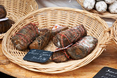 Specialkorv på den Provence marknaden Arkivfoton