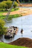 Specialt maskineri för att muddra av floden Royaltyfria Bilder