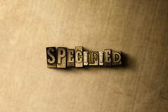 SPECIFICATO - il primo piano dell'annata grungy ha composto la parola sul contesto del metallo Immagini Stock
